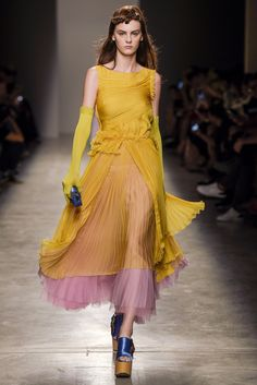 fashion: Rochas by Catwalk Fashion, Fashion Week, Fashion Models, High Fashion, Fashion Show, Fashion Design, Vogue, Haute Couture Fashion, Fashion Colours
