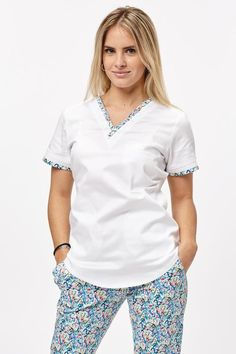 Cute Nursing Scrubs, Cute Scrubs, Nursing Clothes, Diy Clothes, Clothes For Women, Spa Uniform, Scrubs Uniform, Pyjamas, Dental Uniforms