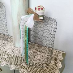 She wraps chicken wire around in a circle and a few steps later.I LOVE this garden idea! Chicken wire cloches are easy to make. They just take a little time and patience. They are great for protecting plants in the garden from visiting critters. Chicken Wire Crafts, Chest Of Drawers Makeover, Old Tables, Old Lamp Shades, Faux Wood Beams, Diy Nightstand, Diy Porch, Chicken Wraps, Easy Projects