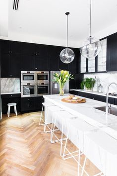 Transitional Kitchen by THE GOOD GUYS