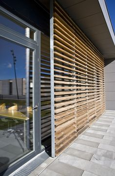 23 ideas for timber screen architecture Contemporary Shutters, Timber Screens, Casas Containers, Exterior Cladding, Screen Design, Facade House, Cool House Designs, Wood Design, Architecture Details