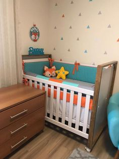 Você já imaginou raposa na decoração do quarto do Bebê ? . Animais são grandes fontes de inspiração para decoração do quarto do bebê, mas se você busca por um tema atual em tons quentes e neutros que tal a raposa ! Muito fofa essa combinação de laranja, cinza e verde água na decoração do… Baby Bedroom, Baby Boy Rooms, Baby Boy Nurseries, Kids Bedroom, Nursery Room Decor, Boys Room Decor, Nursery Ideas, Baby Room Design, Baby Decor