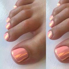LOVE this peach gel with mermaid glitter combination♀️✨ mermaidglitter geltoes summertoes pedi gelpolish 116038127884678420 Gel Zehen, Hair And Nails, My Nails, Coral Toe Nails, Coral Nails Glitter, Beach Toe Nails, Gold Glitter, Glitter Dust, Nail Manicure