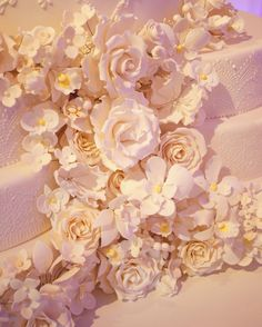 Amazing Wedding Cake  Consulta esta foto de Instagram de @delicatessepostres • 127 Me gusta Amazing Wedding Cakes, Instagram Posts, Artist, Sugar Flowers, Weddings, Deserts, Artists