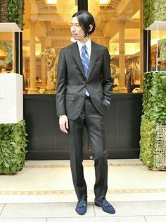 b1754e1a7c315 メンズ 黒スーツと柄シャツでクールな着こなし