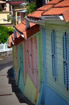 Les façades colorées en bordure de route, direction le bout du Monde #Grand-Rivière #Martinique