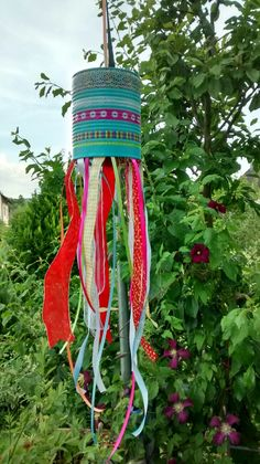 Cute Diy And Crafts Upcycled Crafts You Will Love diy and crafts Upcycled Crafts, Garten Design, Sophie, Windspiel, ZahldeKonstruktion Tin Can Crafts, Diy And Crafts, Arts And Crafts, Upcycled Crafts, Diy Garden Projects, Garden Crafts, Garden Ideas, Carillons Diy, Diy For Kids