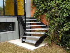 Un petit escalier d'extérieur au design industriel Escaliers Décors® (www.ed-ei.fr) sélectionné par Côté Maison