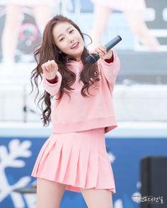 sinb | Tumblr Snsd, K Pop, Oppa Gangnam Style, Sinb Gfriend, Girls In Mini Skirts, Pleated Mini Skirt, G Friend, Girl Bands, Korean Celebrities