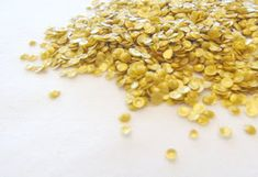 Edible gold sequins for cakes and cupcakes tutorial! Awesome for cake decorating, so beautiful! They'd be perfect for a sparkly, glitter cake