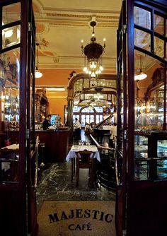 Enjoy one torrada e um galão e one of the oldest and most beautiful cafés in Porto: Majestic