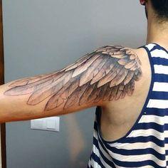 A veces tatuo cosas que me encantaría llevar :p Wing Tattoo On Shoulder, Wing Tattoo Arm, Tattoo Arm Frau, Inner Forearm Tattoo, Shoulder Tattoos, Up Tattoos, Trendy Tattoos, Body Art Tattoos, Girl Tattoos