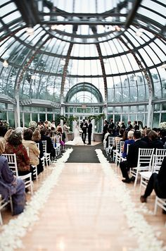Brooklyn Botanical Gardens - Brooklyn / 13 Amazing Alternative NYC Wedding Venues (via BuzzFeed)