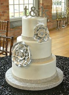 Newest favorite cake (it changes everyday!)  Classic and extravagant at the same time!  I love almost anything with a little sparkle!