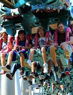 louis, liam, niall, and olly on a rollercoaster(: haha Niall's face!