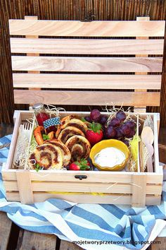 MojeTworyPrzetwory: Czas na piknik - paszteciki francuskie z rabarbaro...