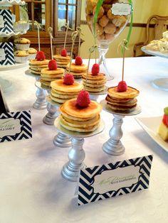 Mini Cake Stands and Pancake Stacks (brunch party idea) Brunch Buffet, Brunch Menu, Brunch Recipes, Brunch Ideas, Breakfast Ideas, Mini Pancakes, Breakfast Pancakes, Baby Shower Brunch, Baby Shower Cakes
