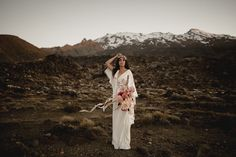 A beautiful wedding shoot captured within the mountains of New Zealand by Hannah MacMaster featuring a Samantha Stokes bridal jumpsuit and pink decor. Intimate Weddings, Real Weddings, Wedding Photography Inspiration, Wedding Inspiration, Jewels Clothing, Bridal Jumpsuit, Golden Goddess, Wedding Photography Packages, Raw Beauty