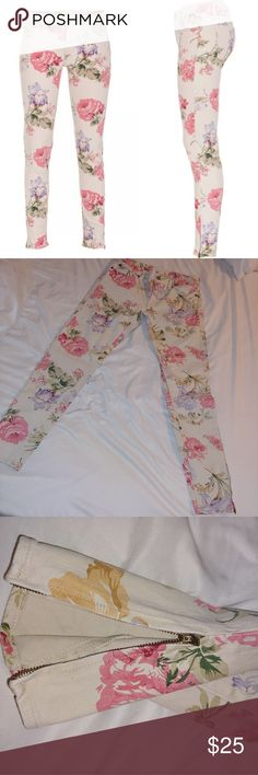 Ralph Lauren Denim and Supply Floral jeans Super cute floral denim! Ankle zipper to give it added style and a perfect fit. Perfect for summer time fun! Denim & Supply Ralph Lauren Jeans Ankle & Cropped