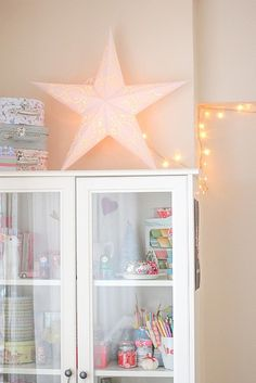 I have such a star. great idea to put it on top of a storage unit instead of hanging it and always having to look at the ugly cords. Christmas Star Sandra A. Marthahelmut Dekoration I have such a star. great idea to put it on top of a storage unit My Room, Girl Room, Girls Bedroom, Casa Color Pastel, Deco Pastel, Pastel House, Home And Deco, Kids Decor, Room Inspiration