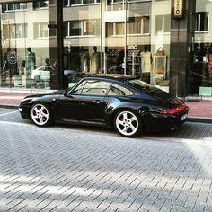 The 993 4S was effectively a Carrera 4 with a Turbo wide bodyshell! 993 CARRERA 4S - 1995-1996 Production numbers : 6948 Engine: 3.6L - 285hp Weight: 1520kg 0-100 (60): 5.3 seconds Top speed: 270kph (168mph) #porsche #porscheporn #getoutanddrive #porsche911 #porschelove #porscheeveryday #porschemotors #porscheclassic #911 #porscheclub #porschefans #porschefanatics #porschelovers #porschedesign #porschemuseum #carspotter #carspot #porschespotter #germancars #vintagecar #porschist…
