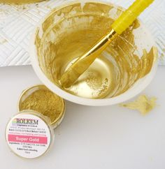 How to Paint a Cake Super Gold Cake Decorating Frosting, Easy Cake Decorating, Cake Decorating Techniques, Cake Decorating Tutorials, Decorating Ideas, Novelty Birthday Cakes, Gold Birthday Cake, Cupcakes, Cupcake Cakes