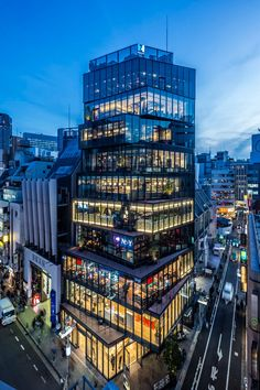 ETHNOS maximizes rental space in its fully glazed over-stacked building in tokyo