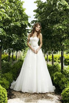 Irish Wedding Dress! It's pretty but is like it a little more form fitting