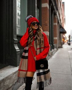 winter outfits ropa invierno Unordinary Winter Outfits Ideas You Will Love - Let us not forget the lovable, protective, bold and devoted Dachshund in the variety of small dog clothing. Yes, this breed of tenacious yet playful, . Casual Winter Outfits, Stylish Outfits, Fall Outfits, Dress Outfits, Winter Scarf Outfit, Red Scarf Outfit, New York Winter Outfit, Winter Night Outfit, Plaid Outfits
