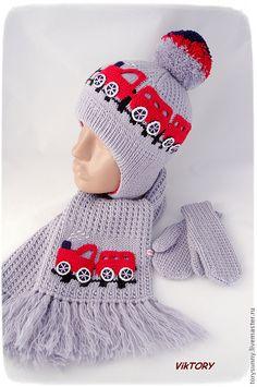 "Комплект ""Паровозики"". Шапочка, варежки и шарфик. - шапка,шапка вязаная"