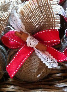 Burlap ball ornament #handmadeornaments #xmasdecor #christmasdecor #handmadedecor #handmadeballs #almanogr