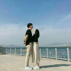 INSTA CAPTION: HIS: tiny bub. HER: i fucking hate that 9 centi-meter difference. Matching Couple Outfits, Matching Couples, Korean Couple, Best Couple, Couple Posing, Couple Shoot, Cute Couples Goals, Couple Goals, Couple Photography