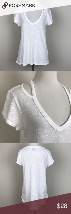 """[Anthropologie] Cut Out Slub Cotton Tee High Low S Slub cotton v neck tee by Left of Center from Anthropologie. Subtle high low hem. Cut out detail at shoulder.   🔹Pit to Pit: 17"""" 🔹Length: 25"""" - 28"""" 🔹Condition: Excellent pre-owned condition.  *Y18 Anthropologie Tops Tees - Short Sleeve"""