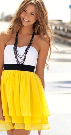 love the dress and my hair sort of looks like this (: Cute Fashion, Look Fashion, Fashion Beauty, Dress Fashion, Street Fashion, Mode Chic, Mode Style, Yellow Dress Summer, Summer Dresses