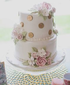 The charming cake was almost too pretty to eat but yes- we did say ALMOST! Today #ontheblog we have a beautiful garden party for a bridal shower so be sure to go check it out loves! #linkinbio : @paperbanphotography #yum #bridalshower #cake #cakestagram #delicious #weddingcake #pretty #bridal#cakesofinstagram #cakes #weddingbells #sophisticatedbride #bellethemagazine by bellethemagazine