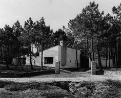 Casa Ofir Fernando Tavora Mediterranean Architecture, Spanish Architecture, Sustainable Architecture, Architecture Design, Portugal, Meneses, Arch House, Weekend House, Exterior