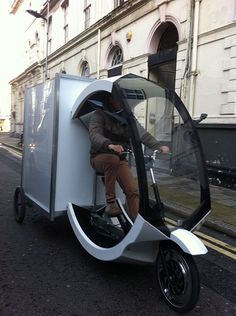 Modern Cargo Trike In London - Freight bicycle - Wikipedia, the free encyclopedia Electric Cargo Bike, Electric Motor, Electric Cars, Tricycle Bike, Motorized Tricycle, Velo Cargo, Equador, Hats For Sale, Trailer