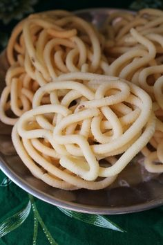 YUMMY TUMMY: Thenkuzhal Muruku - Diwali Recipes