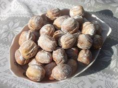 Reteta Nuci umplute - Prajituri Romanian Desserts, Romanian Food, Romanian Recipes, Peach Cookies, Delicious Desserts, Dessert Recipes, Good Food, Yummy Food, Pretzel Bites