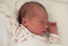 Prins Jaime en prinses Viktória de Bourbon de Parme hebben de eerste foto van hun pasgeboren dochter, Gloria Irene, vrijgegeven. 11-5-2016