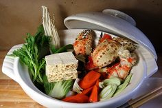 Nabe (cooking pot) mono (things, stuff) is a popular Japanese hot pot dish commonly served in the cold winter months Japanese Soup, Japanese Dishes, Japanese Recipes, Seafood Recipes, Cooking Recipes, Dinner Recipes, Asian Recipes, Healthy Recipes, Braised Pork Belly