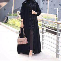 Beuity for lady Niqab Fashion, Modern Hijab Fashion, Modesty Fashion, Muslim Fashion, Fashion Outfits, Blazer Outfits Casual, Black Abaya, Mode Abaya, Modele Hijab
