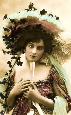 Miss Evie Greene, Edwardian English Stage Actress & Singer Romantic Glamour Portrait with Hat and Fan, Original Rare French Postcard Vintage Glamour, Vintage Girls, Vintage Beauty, Vintage Outfits, Vintage Fashion, Vintage Pictures, Old Pictures, Vintage Images, Old Photos