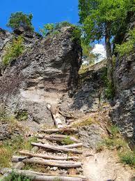 Výsledek obrázku pro schody v exteriéru a nebezpečné cesty