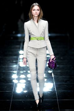 Burberry Prorsum Spring 2011 Ready-to-Wear Collection Slideshow on Style.com