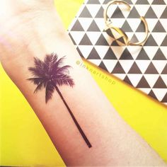 This set includesPalm Tree tattoos in two size, just perfect sizes for both arm and wrist in a set!Size: 1pcs 11 x 5cm 1pcs 7 x 3.5cm