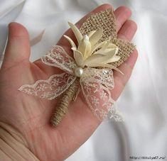 Set of 4 5 or 6 Burlap Grooms Brooch Boutonniere by FloroMondo Burlap Lace, Burlap Flowers, Fabric Flowers, Paper Flowers, Brooch Boutonniere, Rustic Boutonniere, Boutonnieres, Wedding Crafts, Wedding Favours