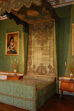 Nymphenburg palace - the bed that King Ludwig II was born in.