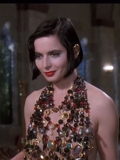 Isabella Rosellini. ☚ Death Becomes Her. She really reminds me of Circe in this film. Very enchanting and mesmerizing.