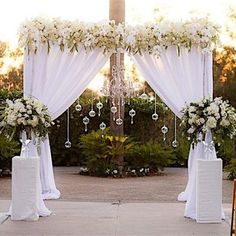 Love the clear balls hanging down...would be an easy addition to add some Pop to the backdrop